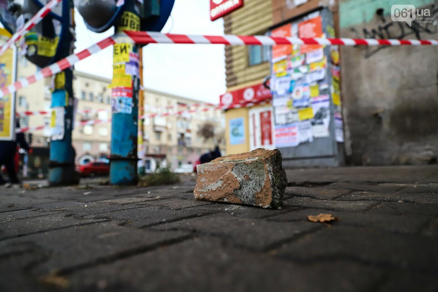 В Запорожье с балкона дома-памятника архитектуры отвалилась часть бетонного кронштейна, - ФОТО , фото-2