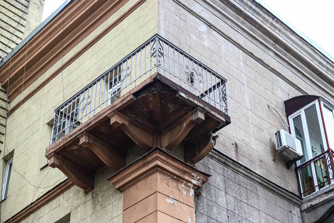 В Запорожье с балкона дома-памятника архитектуры отвалилась часть бетонного кронштейна, - ФОТО , фото-5