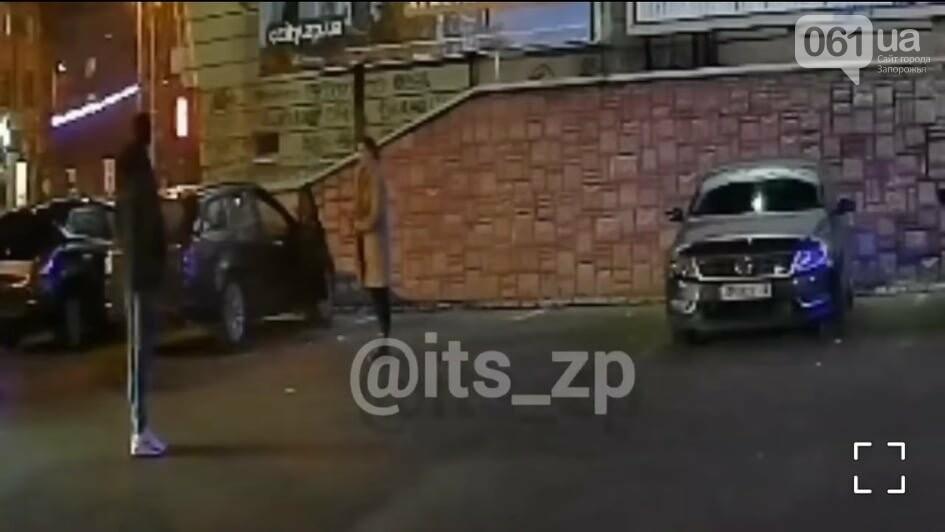 В центре Запорожья мужчина напал на девушку и спокойно покинул место происшествия – полиция ищет очевидцев, фото-1
