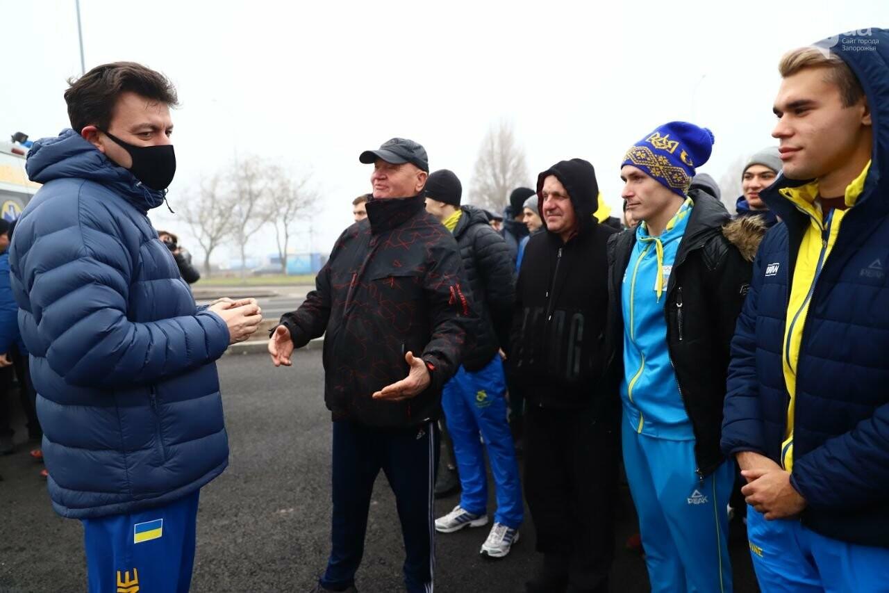 Запорожский губернатор вывел на пробежку спортсменов и депутатов, - ФОТОРЕПОРТАЖ, фото-1