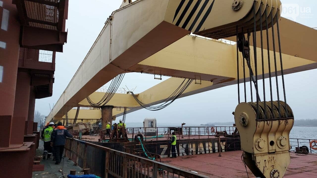 """Плавучий кран """"Захарий"""", который будет достраивать запорожские мосты, прибыл в Кривую бухту,  - ФОТОФАКТ , фото-10"""