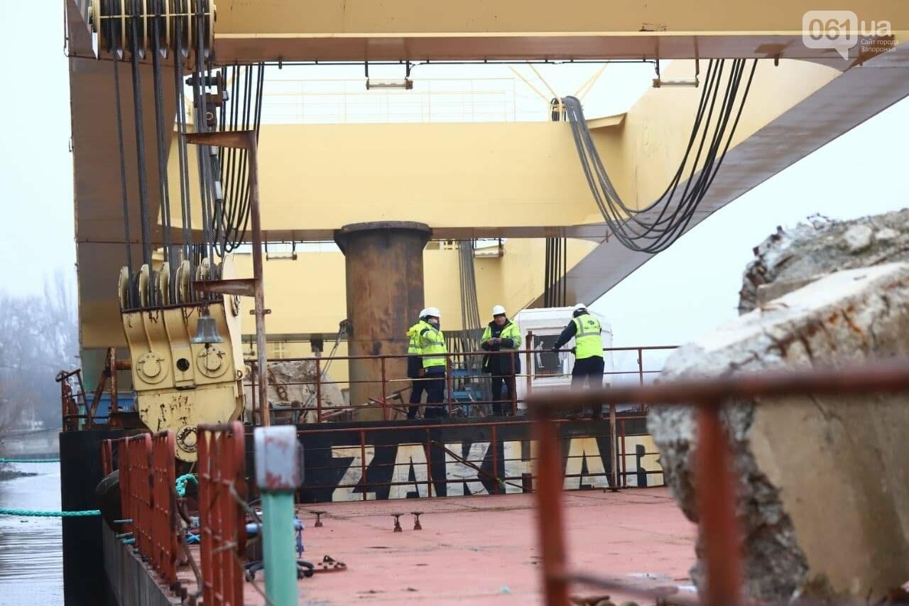 """Плавучий кран """"Захарий"""", который будет достраивать запорожские мосты, прибыл в Кривую бухту,  - ФОТОФАКТ , фото-1"""