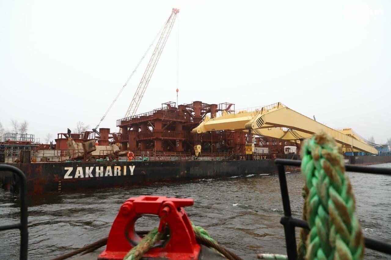 """Плавучий кран """"Захарий"""", который будет достраивать запорожские мосты, прибыл в Кривую бухту,  - ФОТОФАКТ , фото-2"""