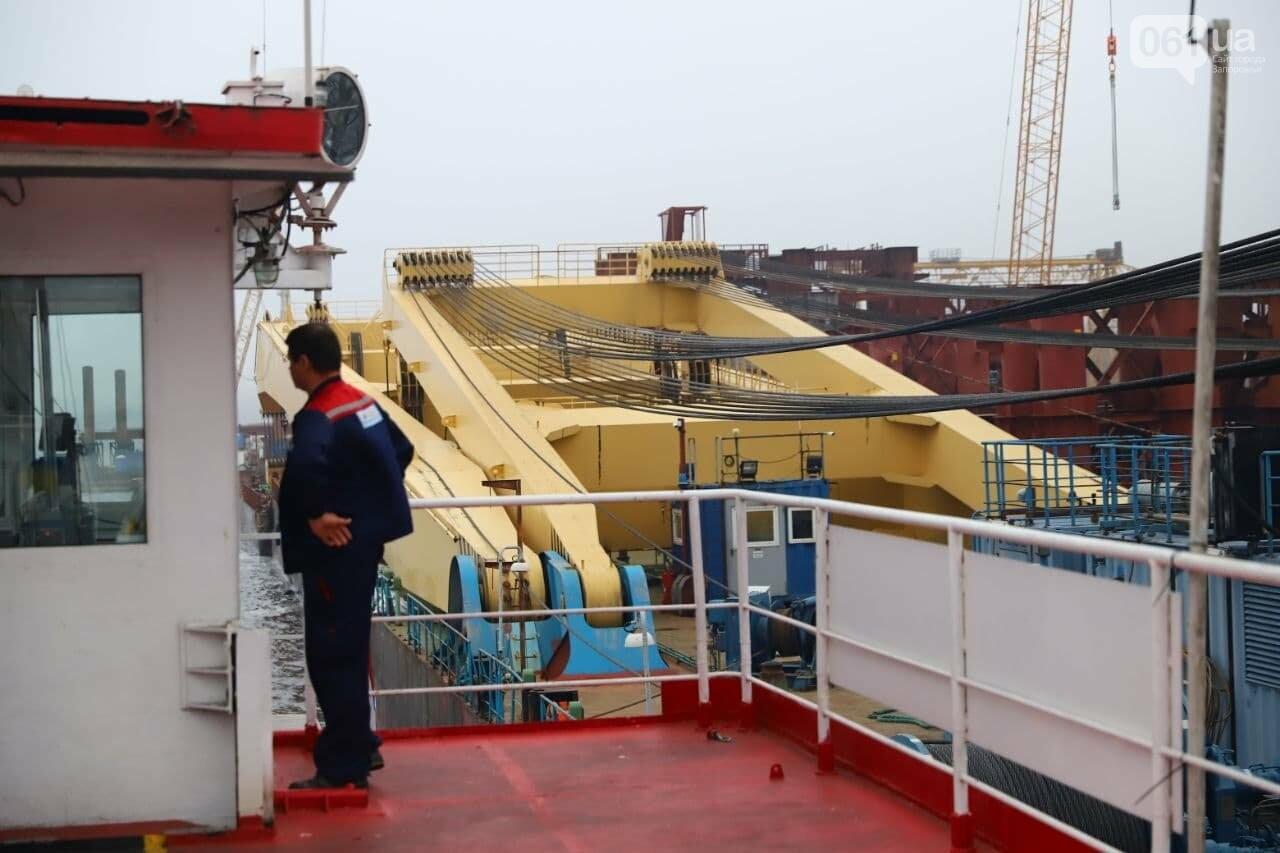 """Плавучий кран """"Захарий"""", который будет достраивать запорожские мосты, прибыл в Кривую бухту,  - ФОТОФАКТ , фото-9"""