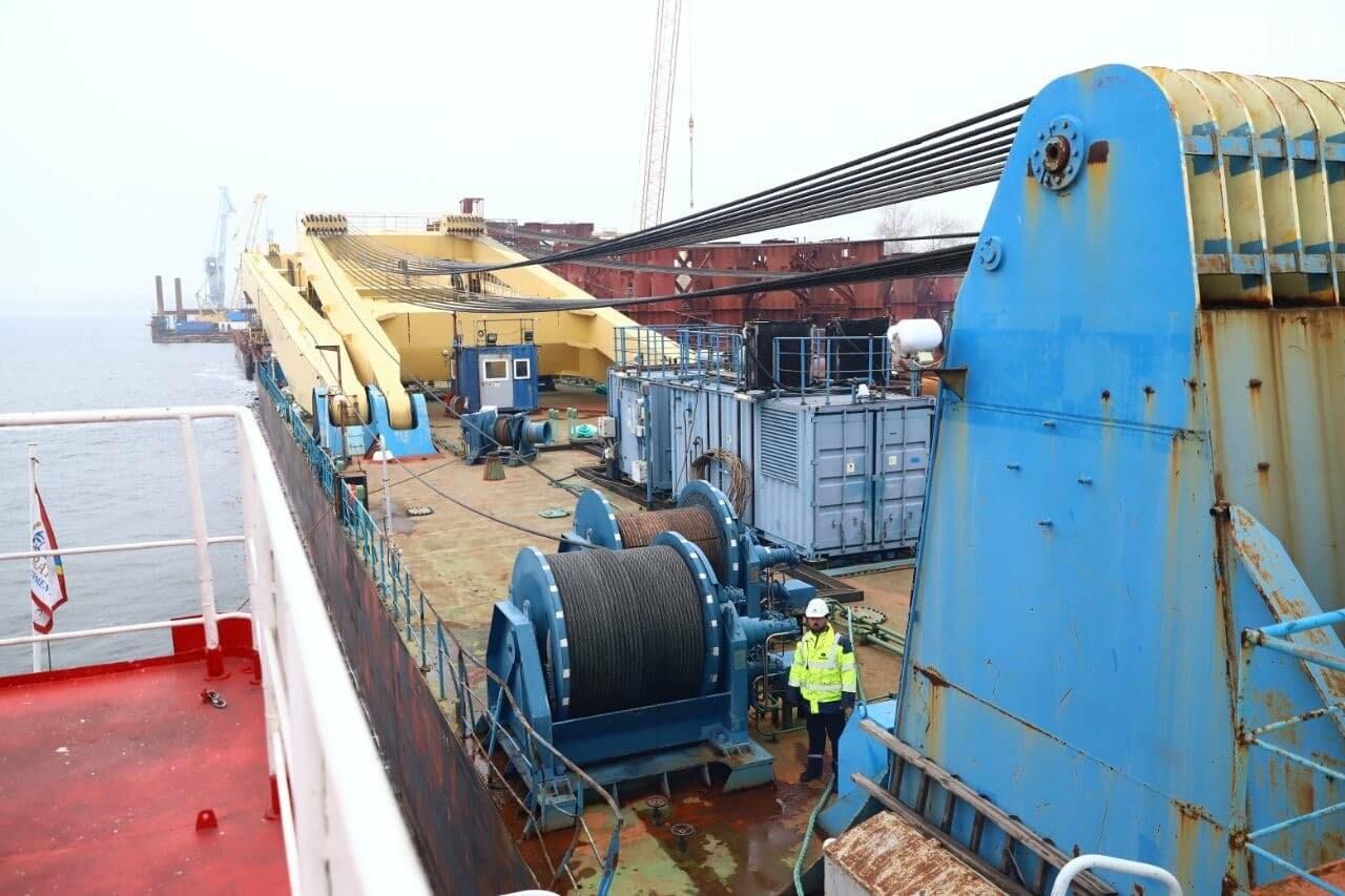 """Плавучий кран """"Захарий"""", который будет достраивать запорожские мосты, прибыл в Кривую бухту,  - ФОТОФАКТ , фото-8"""