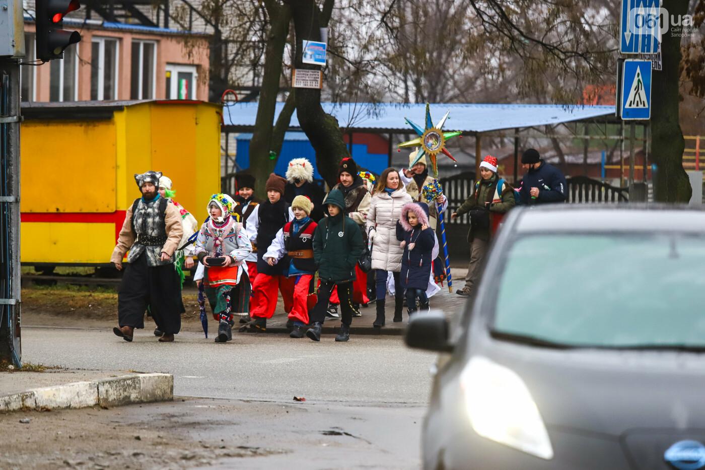 Нечистая сила против казаков: на улицах Запорожья показывали Рождественский вертеп, - ФОТО, ВИДЕО  , фото-1