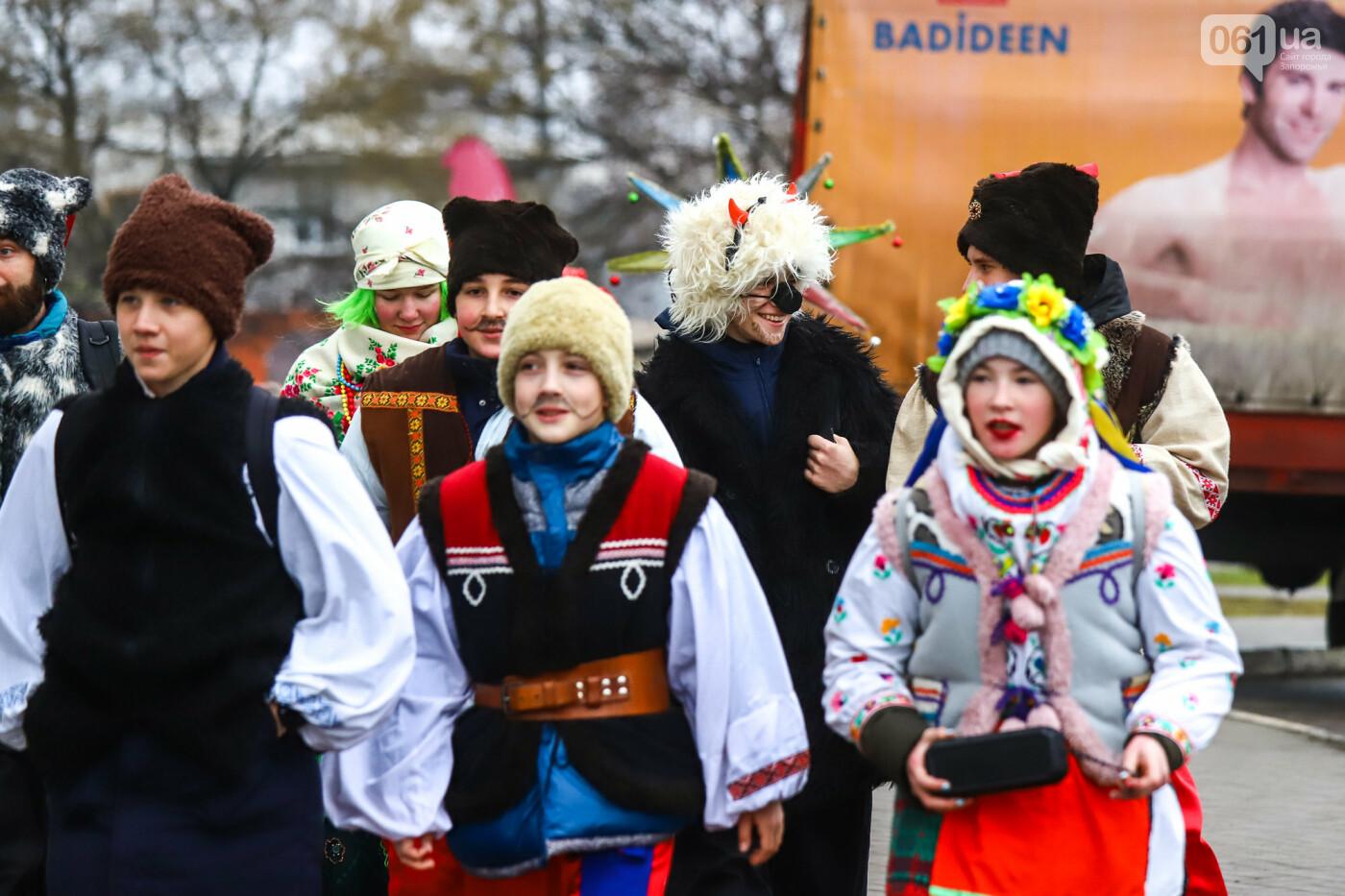 Нечистая сила против казаков: на улицах Запорожья показывали Рождественский вертеп, - ФОТО, ВИДЕО  , фото-3