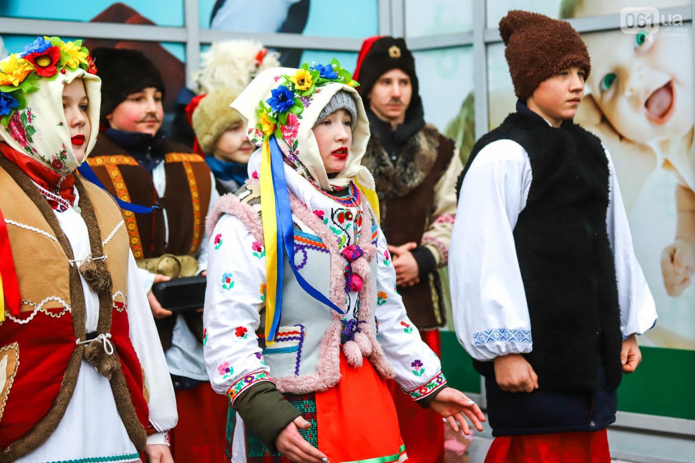 Нечистая сила против казаков: на улицах Запорожья показывали Рождественский вертеп, - ФОТО, ВИДЕО  , фото-7