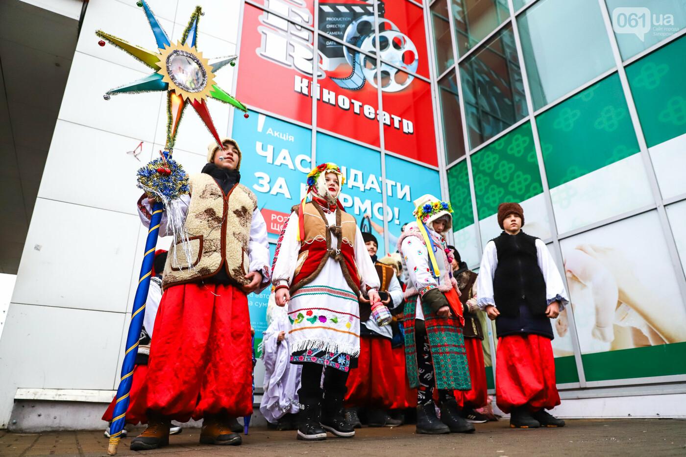 Нечистая сила против казаков: на улицах Запорожья показывали Рождественский вертеп, - ФОТО, ВИДЕО  , фото-6