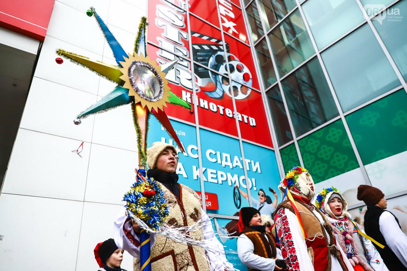 Нечистая сила против казаков: на улицах Запорожья показывали Рождественский вертеп, - ФОТО, ВИДЕО  , фото-10