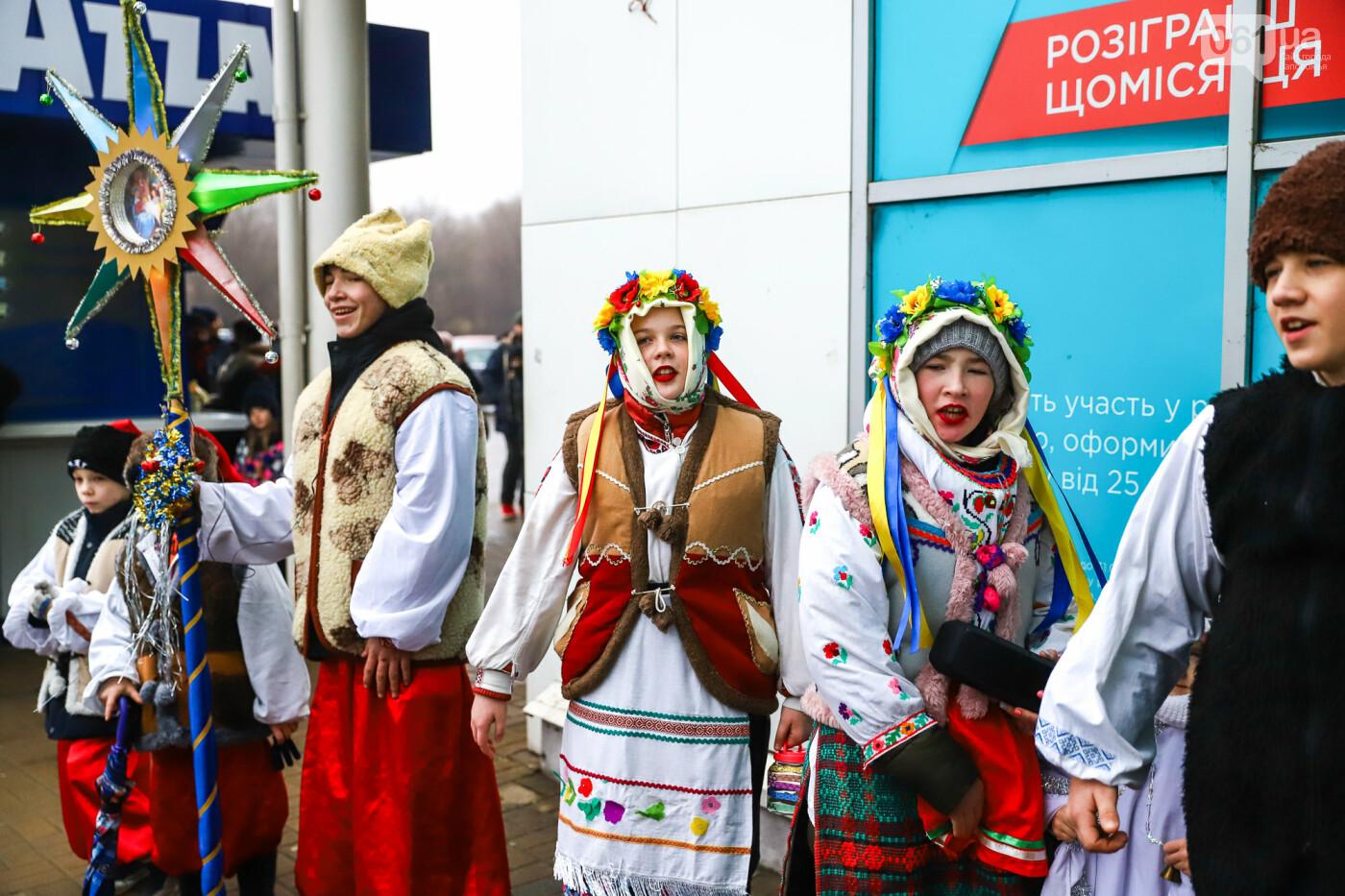 Нечистая сила против казаков: на улицах Запорожья показывали Рождественский вертеп, - ФОТО, ВИДЕО  , фото-8