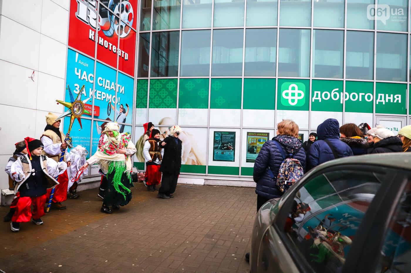 Нечистая сила против казаков: на улицах Запорожья показывали Рождественский вертеп, - ФОТО, ВИДЕО  , фото-11