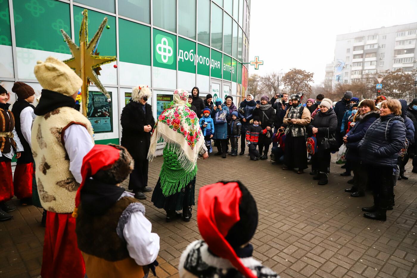 Нечистая сила против казаков: на улицах Запорожья показывали Рождественский вертеп, - ФОТО, ВИДЕО  , фото-13