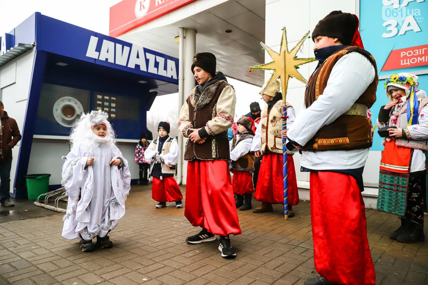 Нечистая сила против казаков: на улицах Запорожья показывали Рождественский вертеп, - ФОТО, ВИДЕО  , фото-15