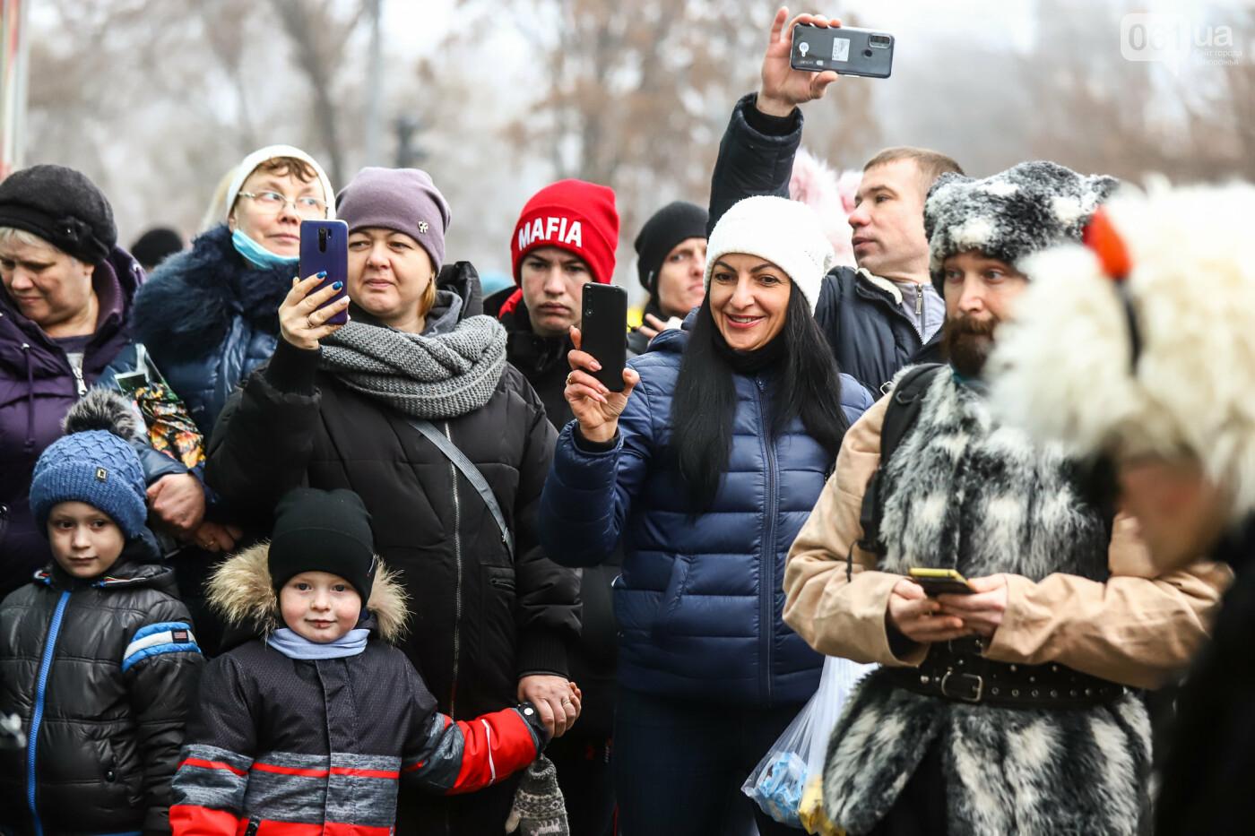 Нечистая сила против казаков: на улицах Запорожья показывали Рождественский вертеп, - ФОТО, ВИДЕО  , фото-14