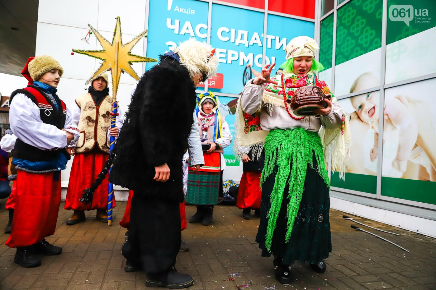 Нечистая сила против казаков: на улицах Запорожья показывали Рождественский вертеп, - ФОТО, ВИДЕО  , фото-17
