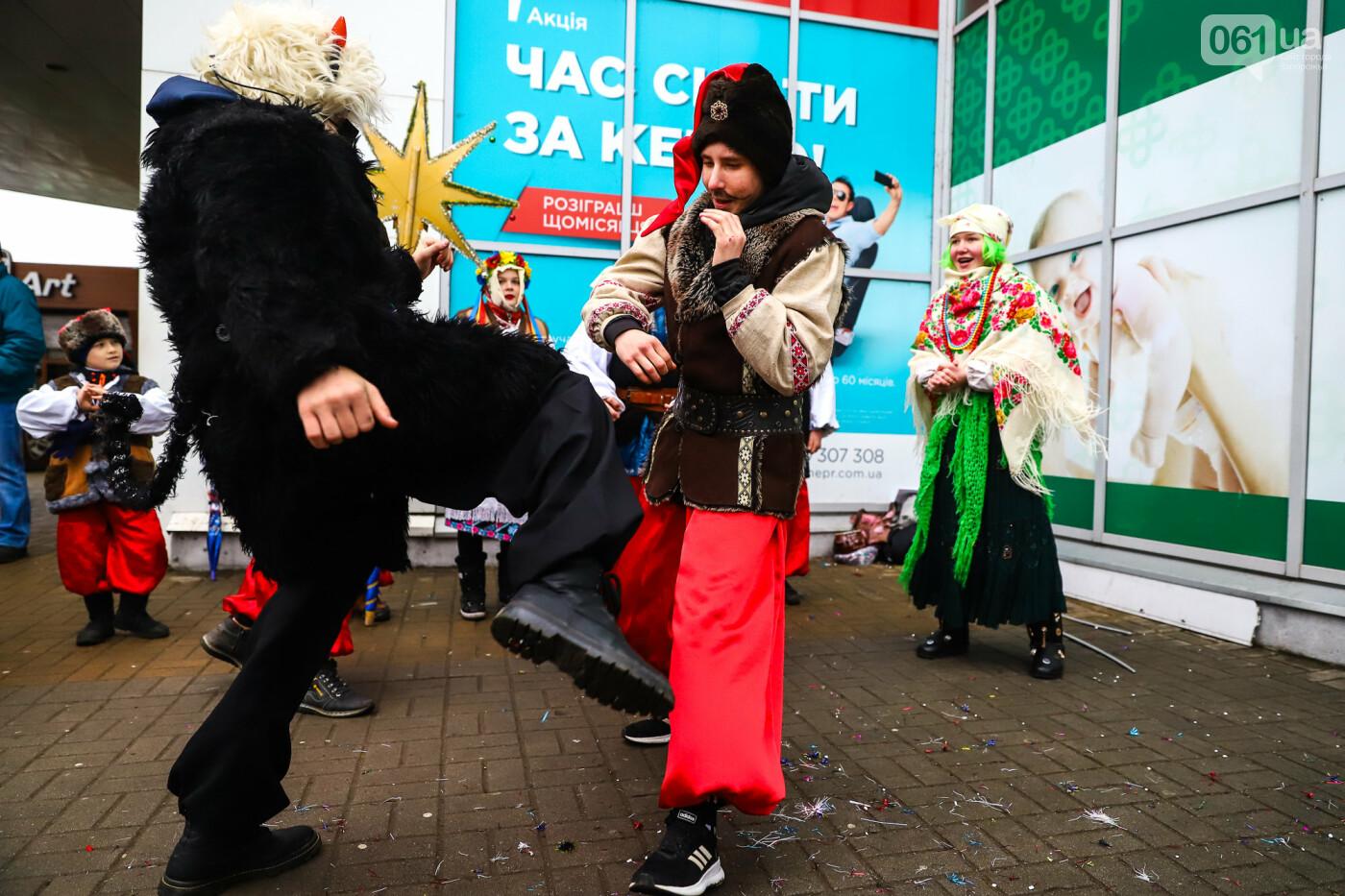 Нечистая сила против казаков: на улицах Запорожья показывали Рождественский вертеп, - ФОТО, ВИДЕО  , фото-19