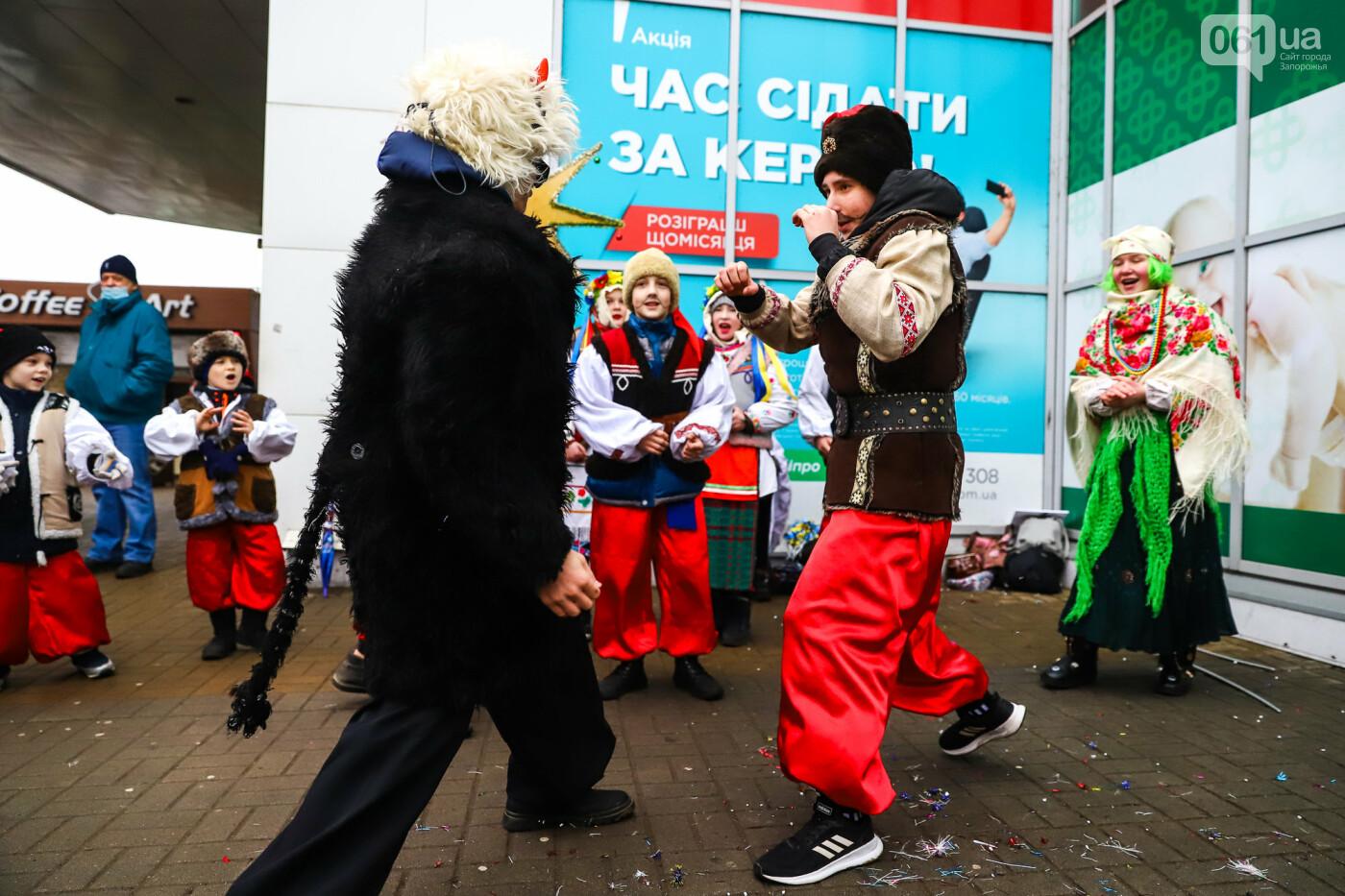 Нечистая сила против казаков: на улицах Запорожья показывали Рождественский вертеп, - ФОТО, ВИДЕО  , фото-20