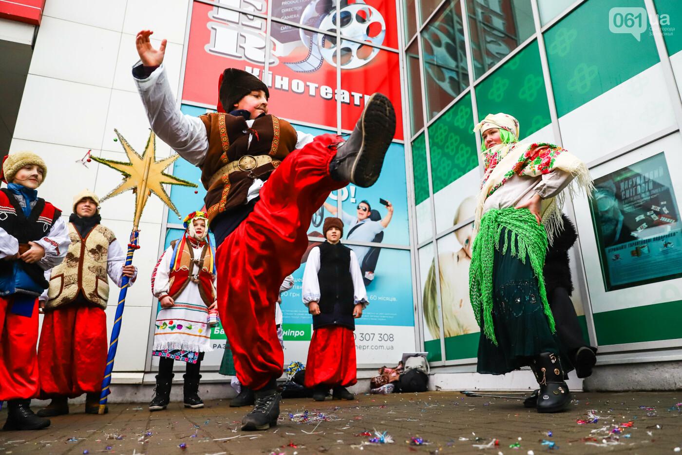 Нечистая сила против казаков: на улицах Запорожья показывали Рождественский вертеп, - ФОТО, ВИДЕО  , фото-21