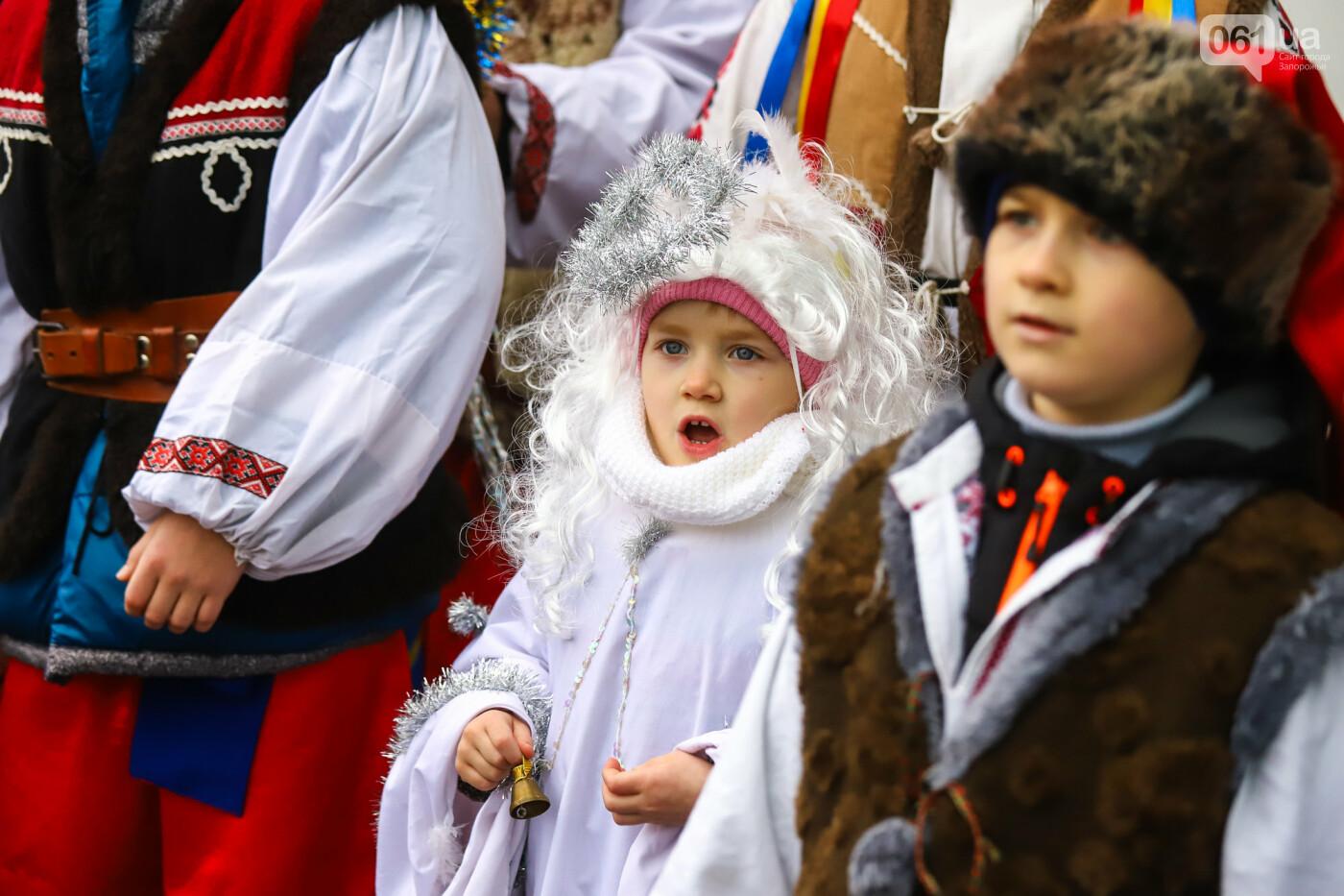 Нечистая сила против казаков: на улицах Запорожья показывали Рождественский вертеп, - ФОТО, ВИДЕО  , фото-22