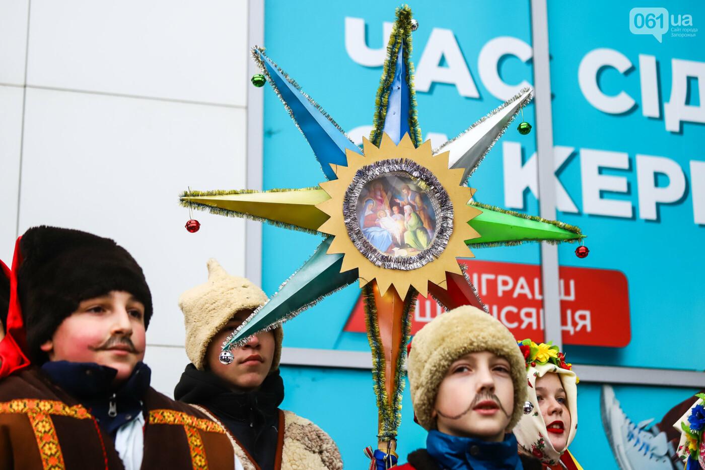 Нечистая сила против казаков: на улицах Запорожья показывали Рождественский вертеп, - ФОТО, ВИДЕО  , фото-24