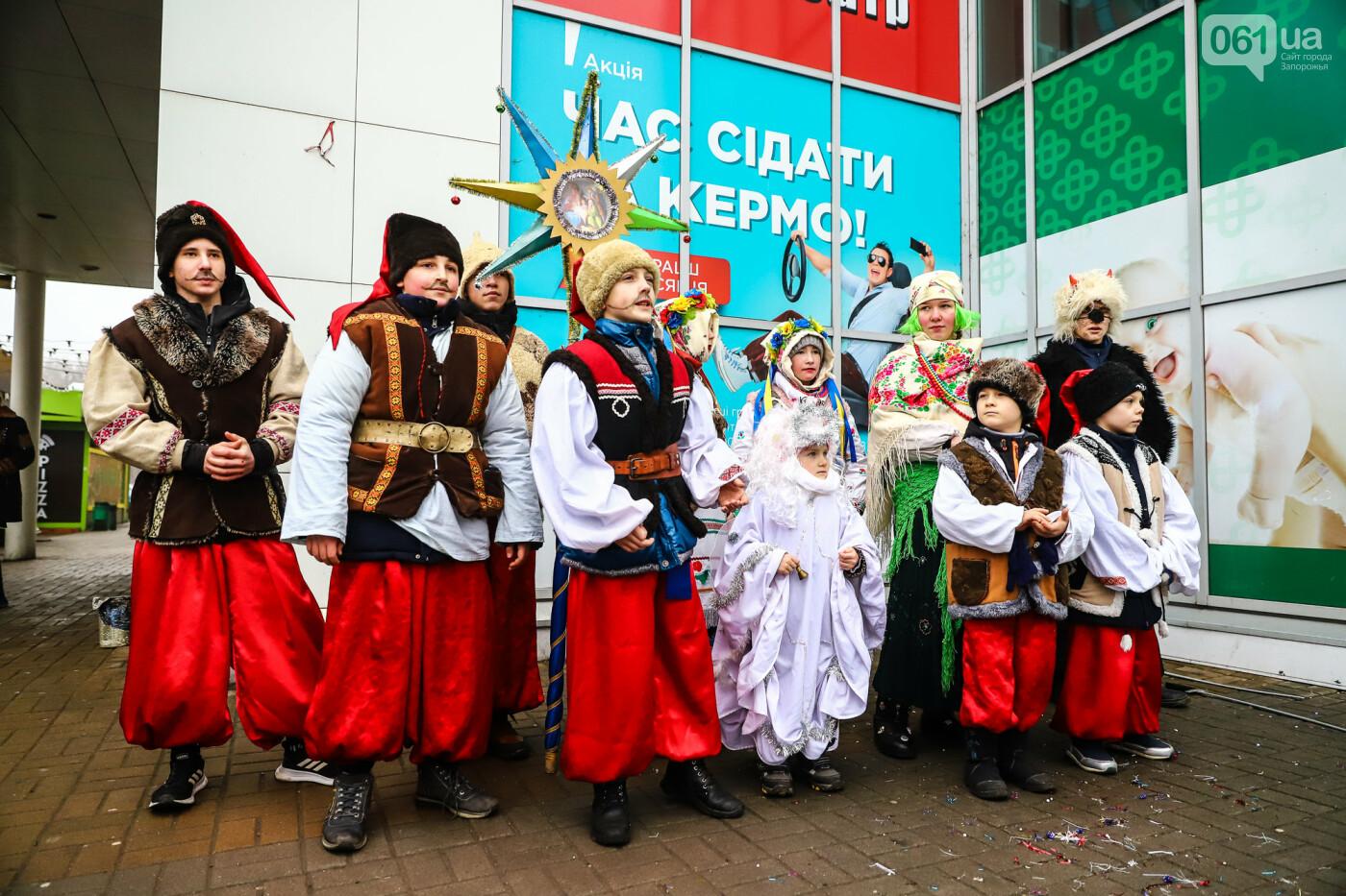 Нечистая сила против казаков: на улицах Запорожья показывали Рождественский вертеп, - ФОТО, ВИДЕО  , фото-23