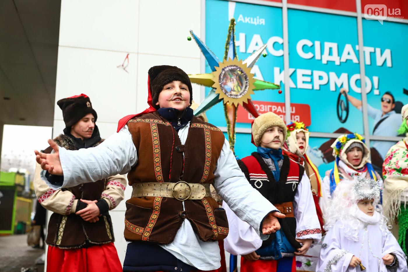 Нечистая сила против казаков: на улицах Запорожья показывали Рождественский вертеп, - ФОТО, ВИДЕО  , фото-25