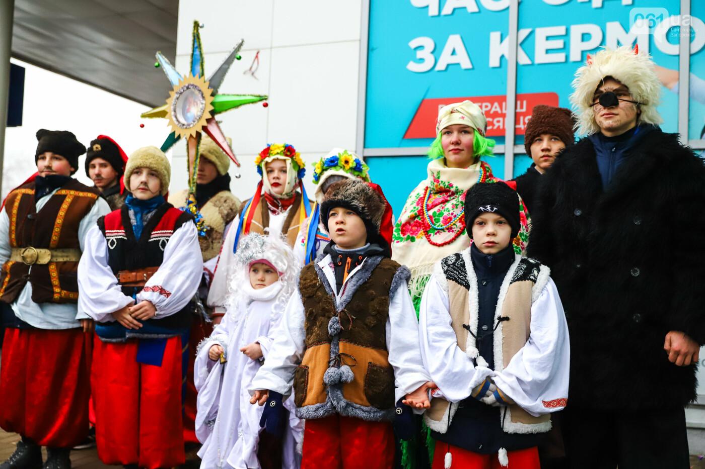 Нечистая сила против казаков: на улицах Запорожья показывали Рождественский вертеп, - ФОТО, ВИДЕО  , фото-26