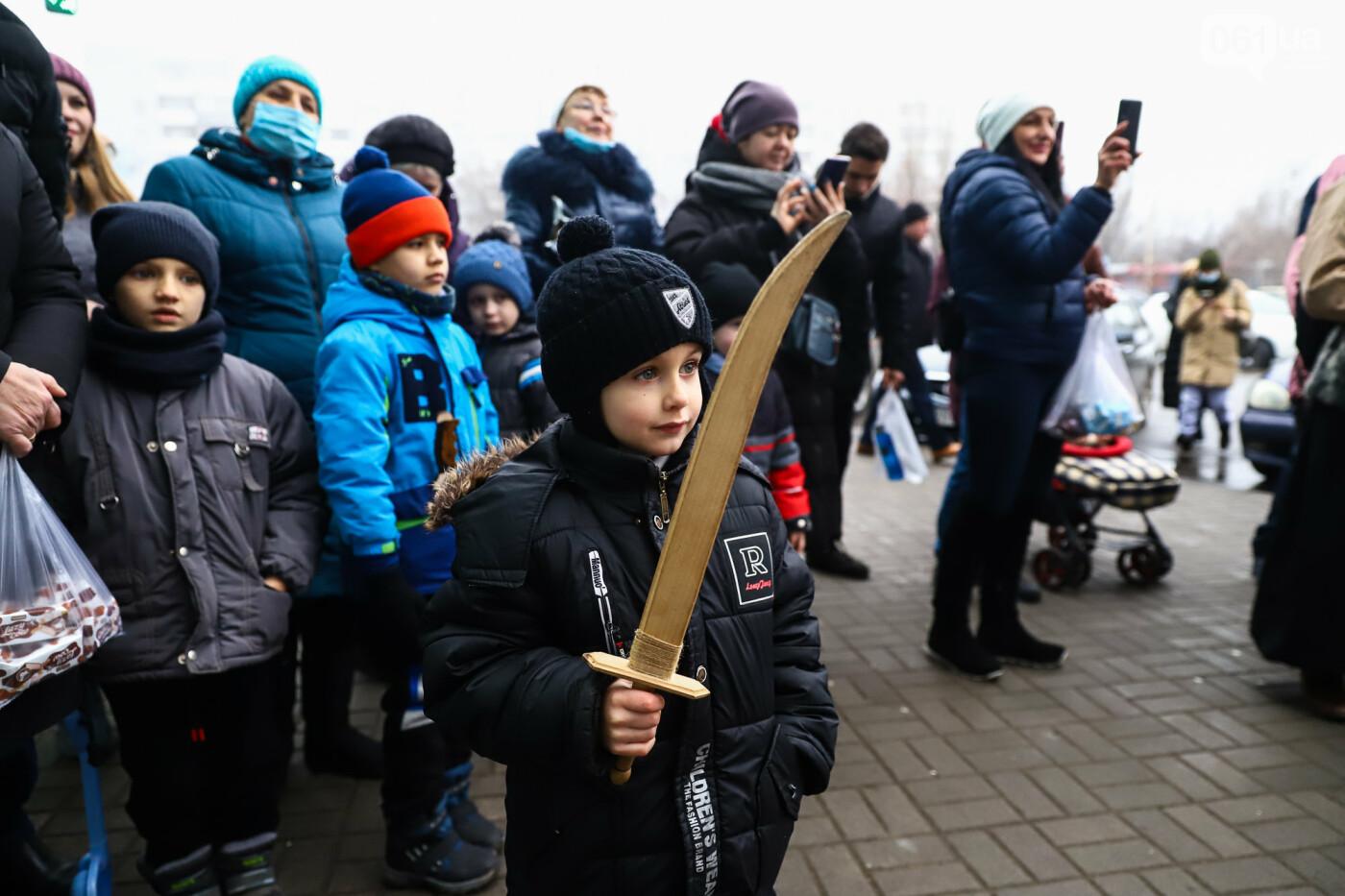 Нечистая сила против казаков: на улицах Запорожья показывали Рождественский вертеп, - ФОТО, ВИДЕО  , фото-12