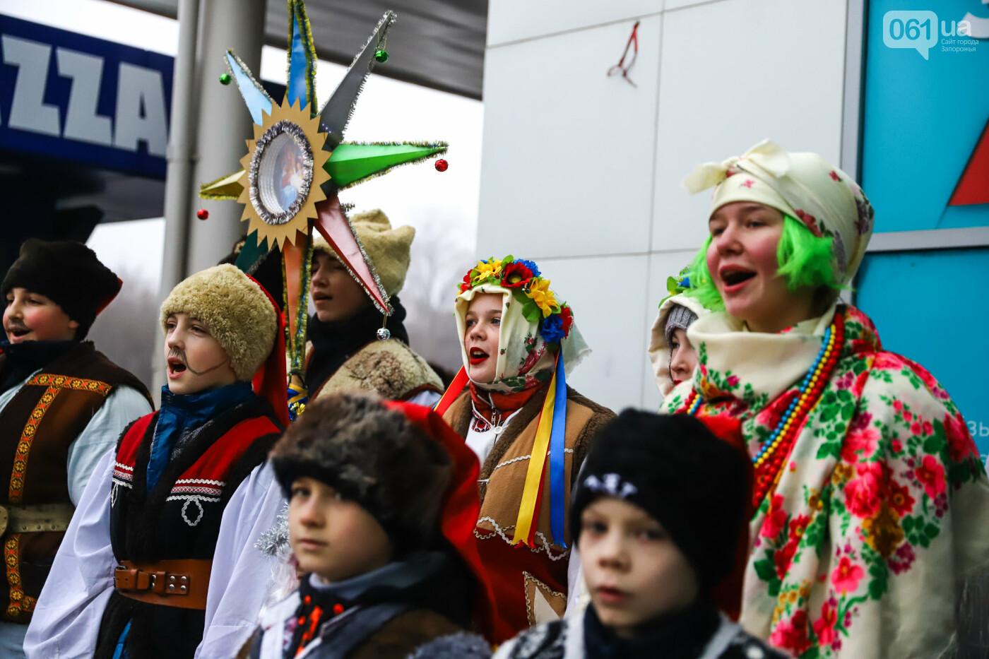 Нечистая сила против казаков: на улицах Запорожья показывали Рождественский вертеп, - ФОТО, ВИДЕО  , фото-27