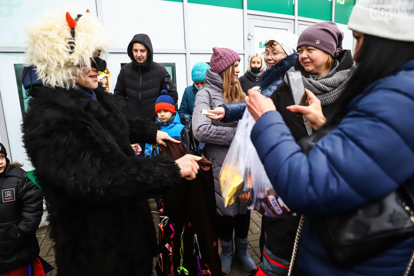 Нечистая сила против казаков: на улицах Запорожья показывали Рождественский вертеп, - ФОТО, ВИДЕО  , фото-28