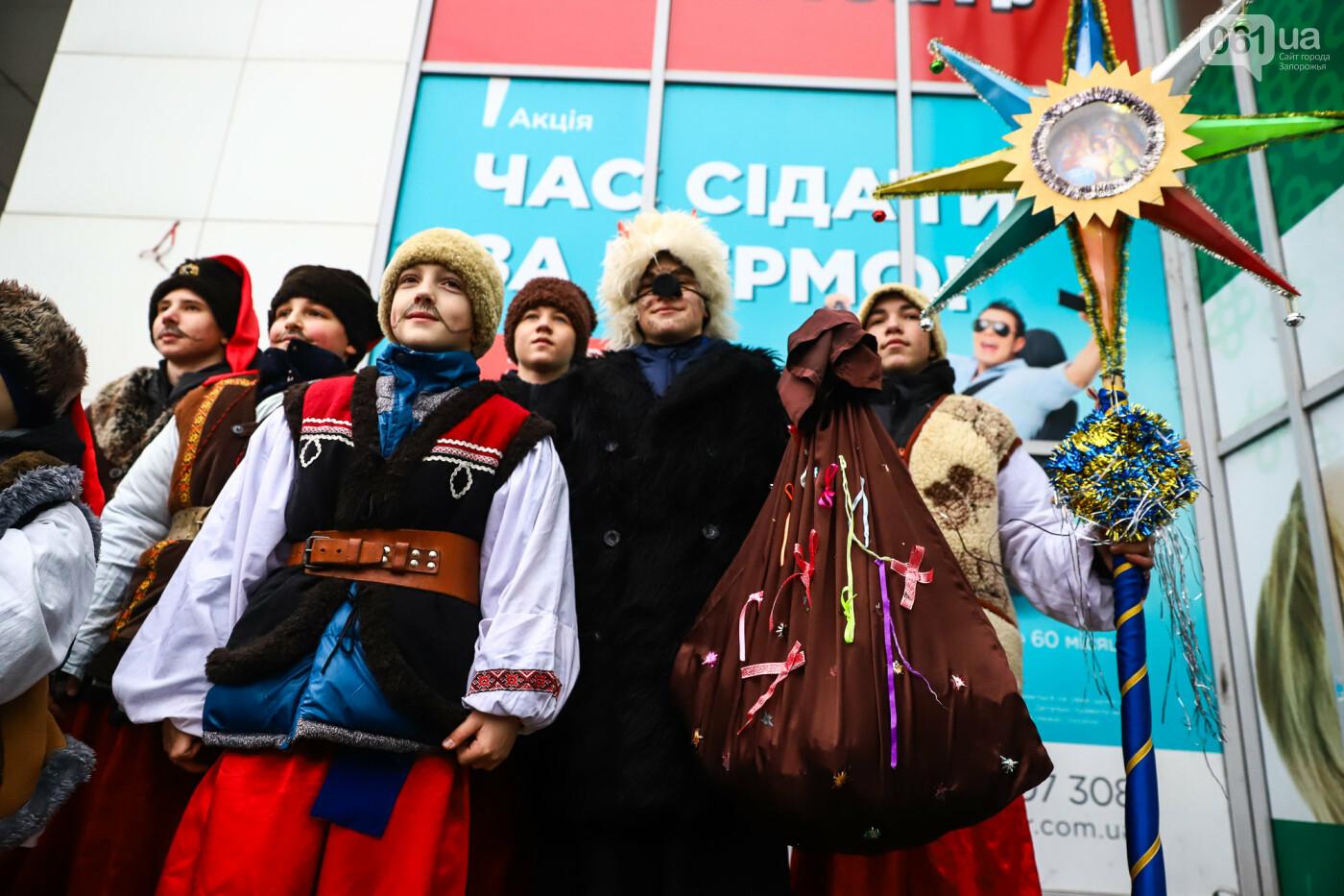 Нечистая сила против казаков: на улицах Запорожья показывали Рождественский вертеп, - ФОТО, ВИДЕО  , фото-30