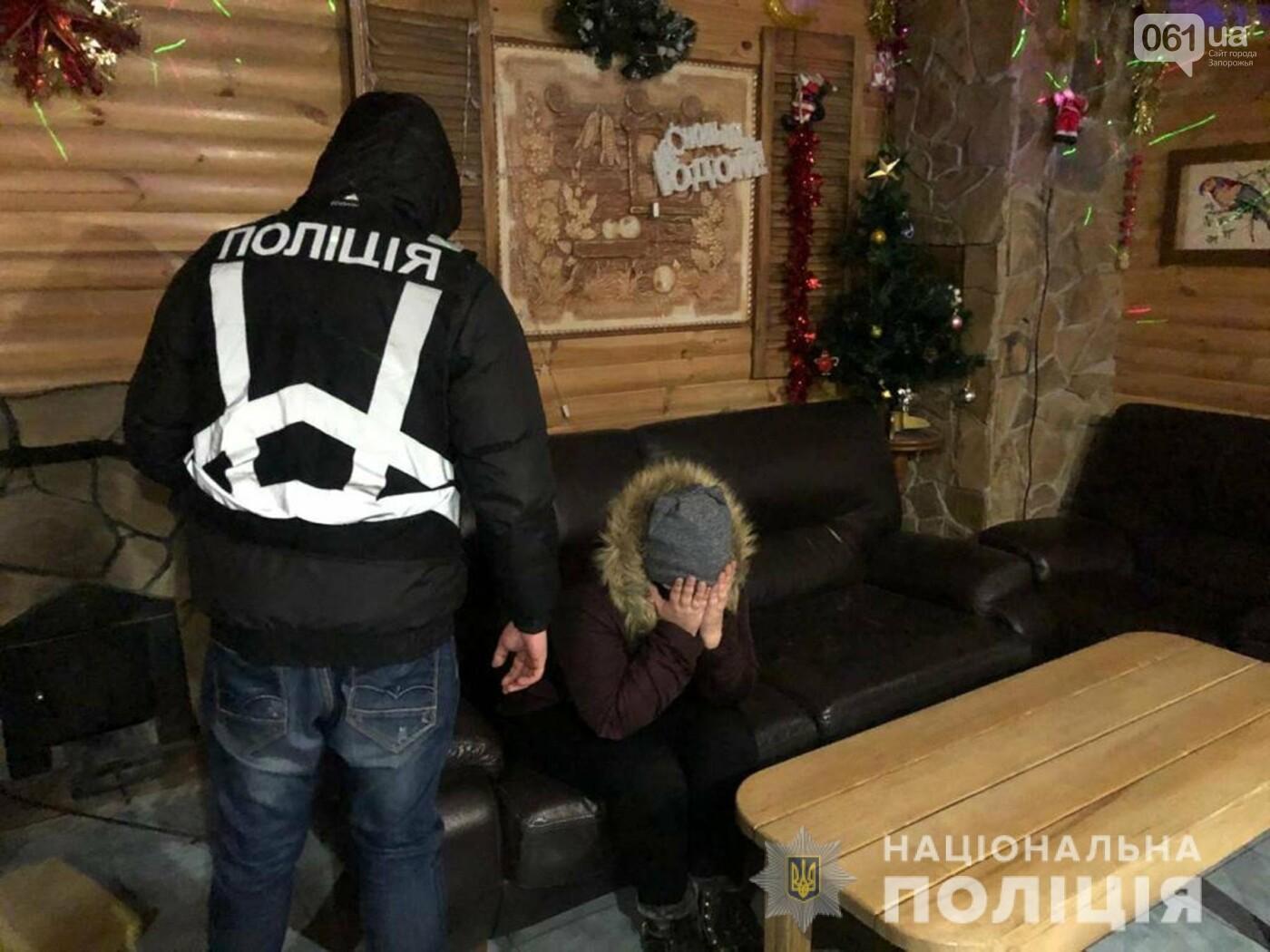 В Запорожье разоблачили сутенера, который за тысячу гривен доставил клиенту в сауну секс-работницу , фото-2