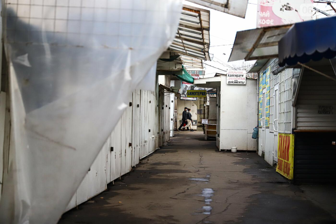 Защитные ленты на товарах, неработающие ТРЦ и полузакрытые рынки – фоторепортаж о первом дне локдауна в Запорожье, фото-5