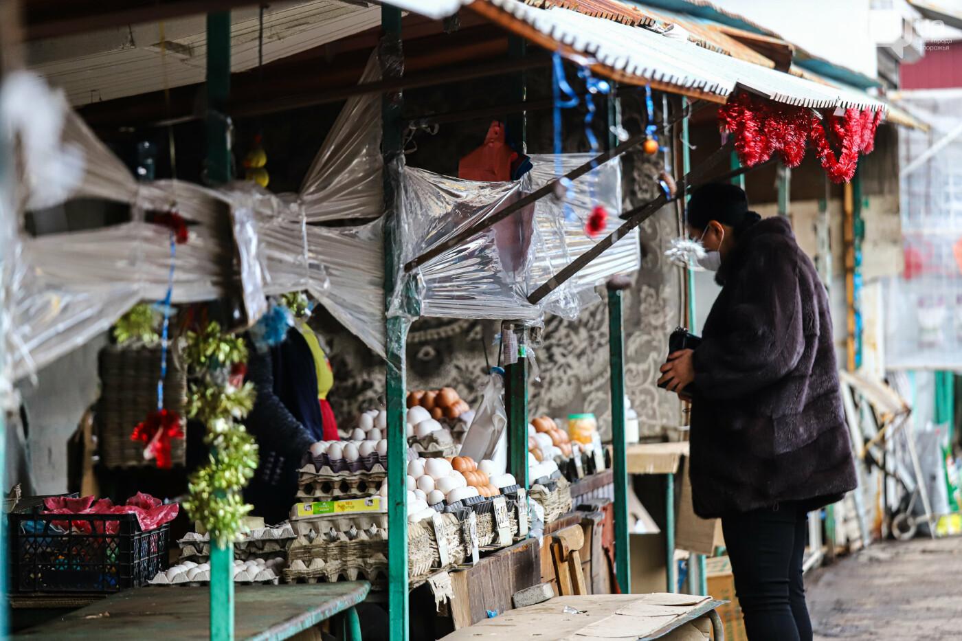 Защитные ленты на товарах, неработающие ТРЦ и полузакрытые рынки – фоторепортаж о первом дне локдауна в Запорожье, фото-10