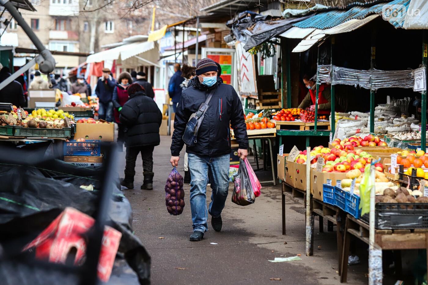 Защитные ленты на товарах, неработающие ТРЦ и полузакрытые рынки – фоторепортаж о первом дне локдауна в Запорожье, фото-13