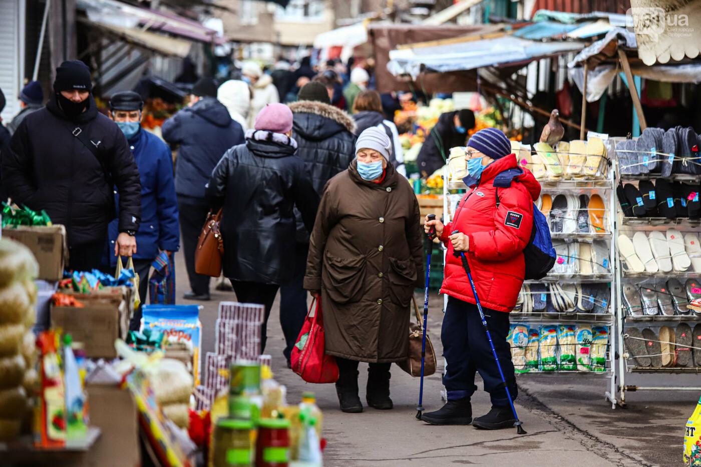 Защитные ленты на товарах, неработающие ТРЦ и полузакрытые рынки – фоторепортаж о первом дне локдауна в Запорожье, фото-15