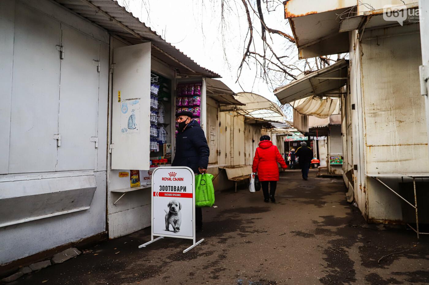 Защитные ленты на товарах, неработающие ТРЦ и полузакрытые рынки – фоторепортаж о первом дне локдауна в Запорожье, фото-7