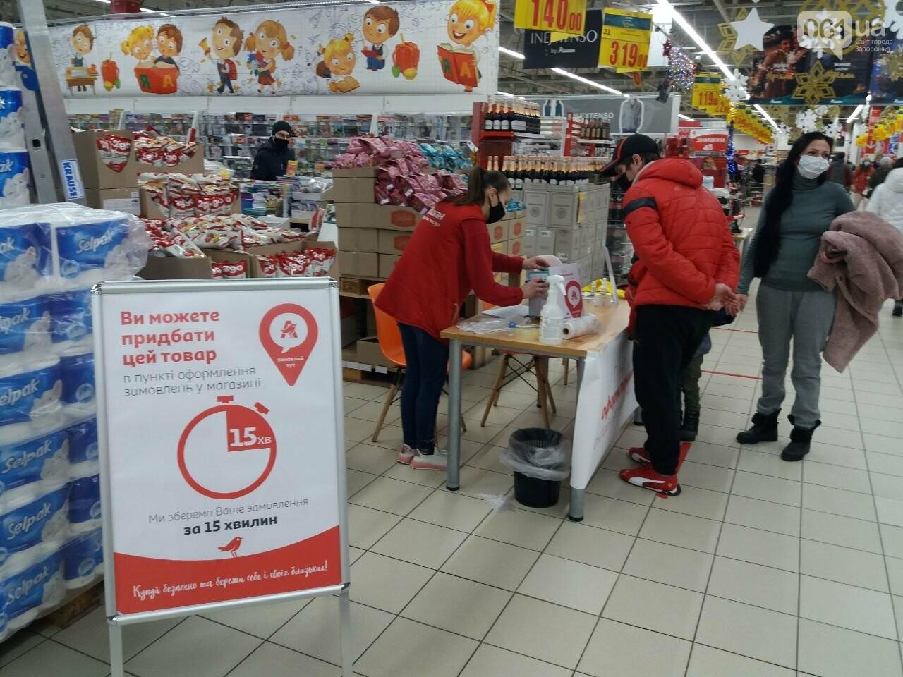 Защитные ленты на товарах, неработающие ТРЦ и полузакрытые рынки – фоторепортаж о первом дне локдауна в Запорожье, фото-33
