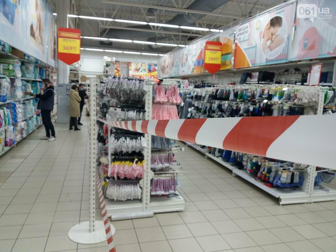 Защитные ленты на товарах, неработающие ТРЦ и полузакрытые рынки – фоторепортаж о первом дне локдауна в Запорожье, фото-30