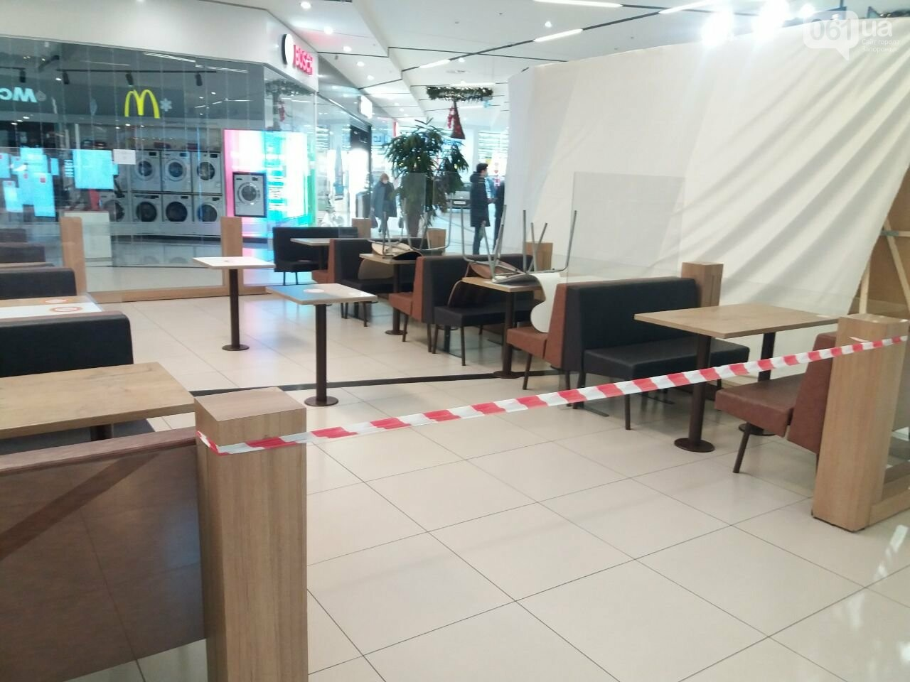 Защитные ленты на товарах, неработающие ТРЦ и полузакрытые рынки – фоторепортаж о первом дне локдауна в Запорожье, фото-26