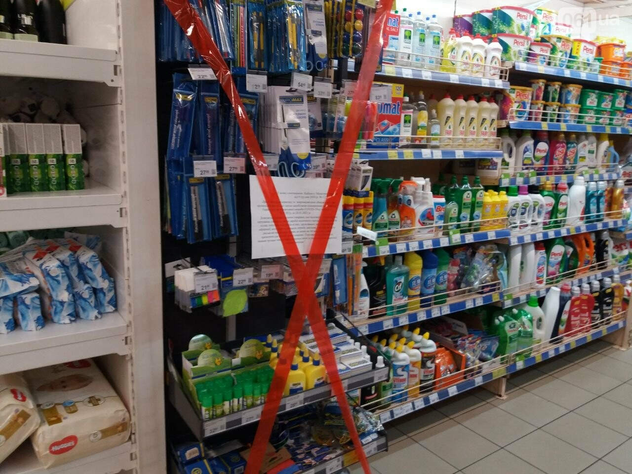 Защитные ленты на товарах, неработающие ТРЦ и полузакрытые рынки – фоторепортаж о первом дне локдауна в Запорожье, фото-19