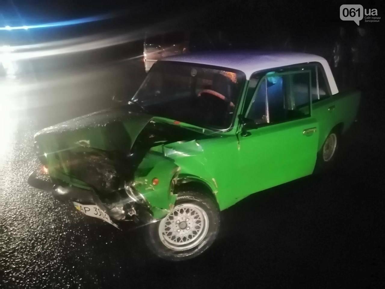 В Запорожье на трассе столкнулись два ВАЗа - одного из водителей доставали спасатели  , фото-1