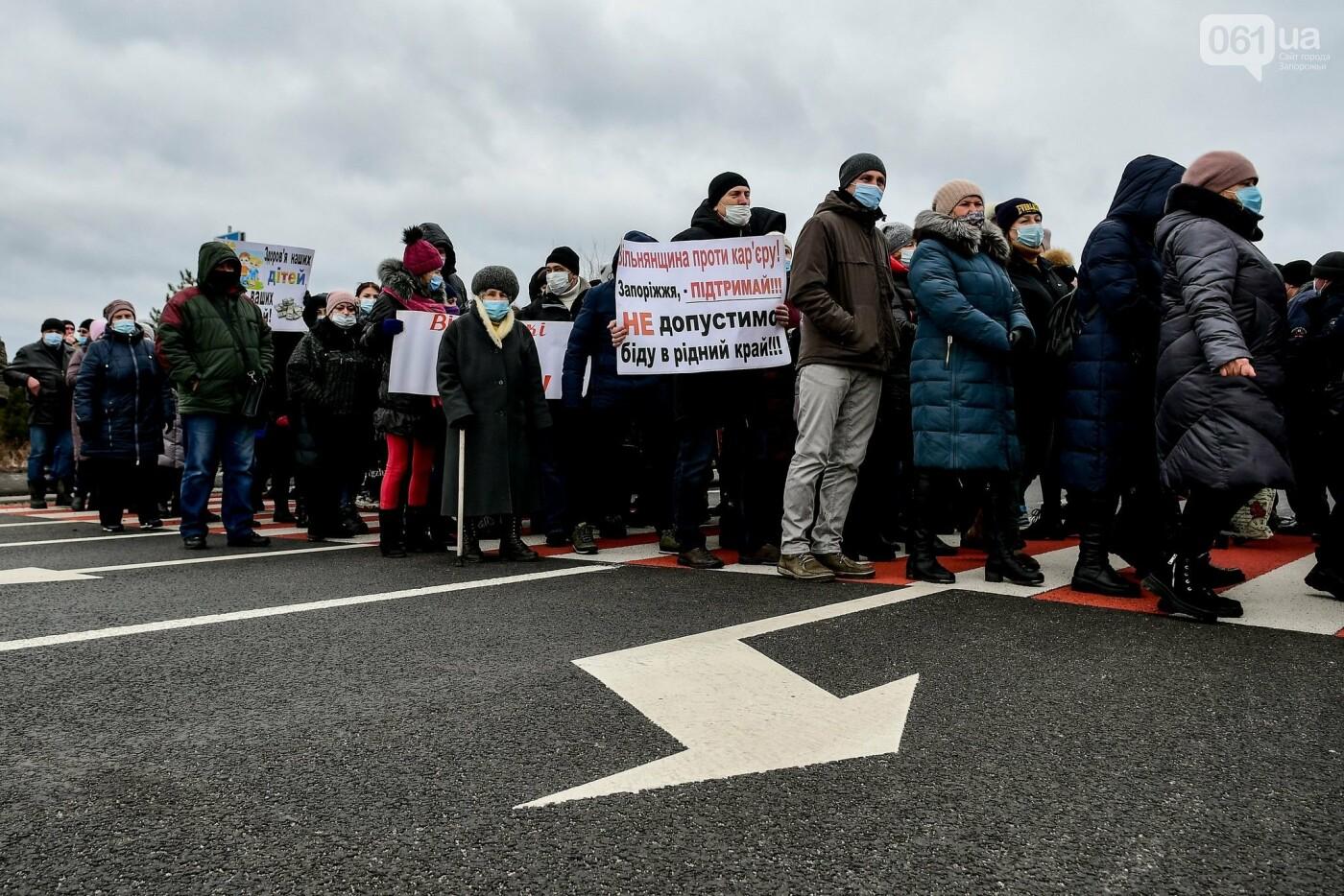 Жители Вольнянска перекрыли трассу и ждут губернатора, - ФОТО, ВИДЕО , фото-17