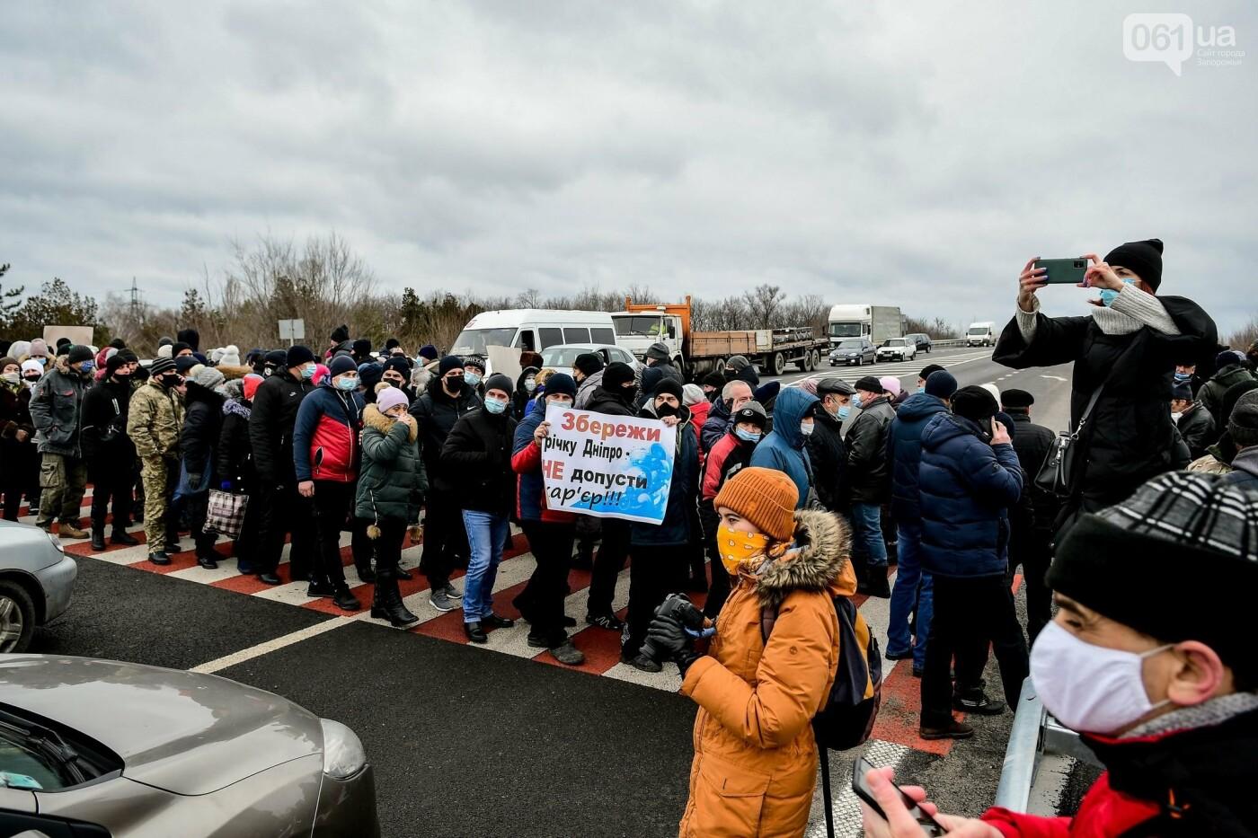 Жители Вольнянска перекрыли трассу и ждут губернатора, - ФОТО, ВИДЕО , фото-12