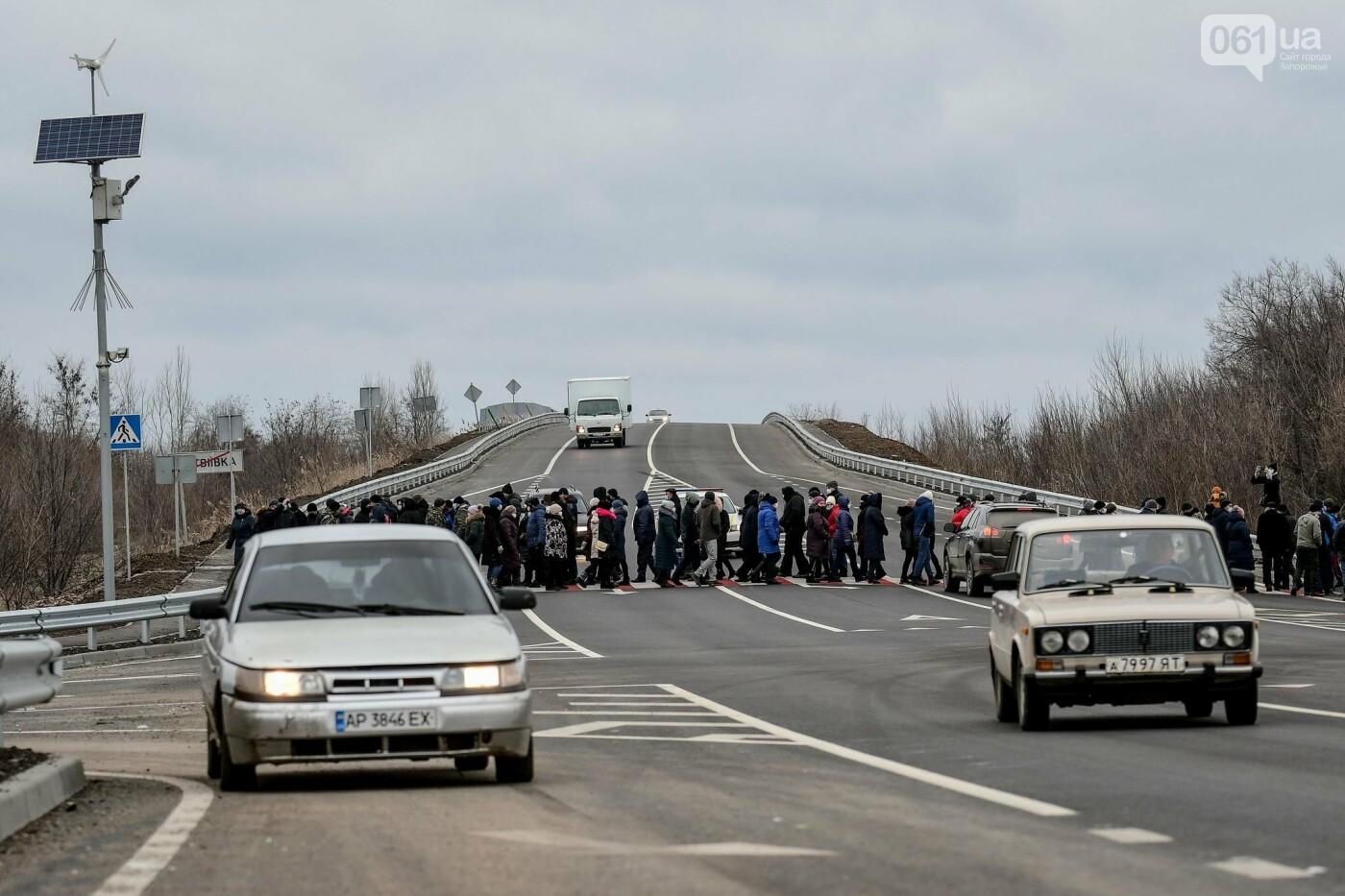 Жители Вольнянска перекрыли трассу и ждут губернатора, - ФОТО, ВИДЕО , фото-15