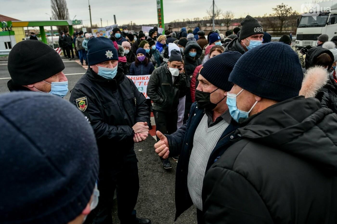 Жители Вольнянска перекрыли трассу и ждут губернатора, - ФОТО, ВИДЕО , фото-16