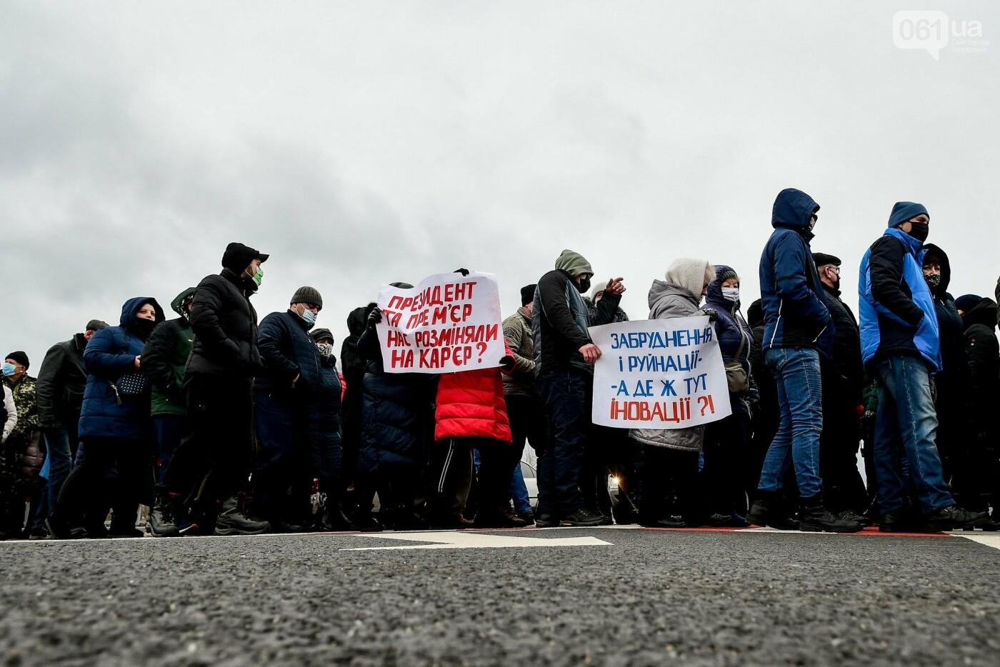 Жители Вольнянска перекрыли трассу и ждут губернатора, - ФОТО, ВИДЕО , фото-3