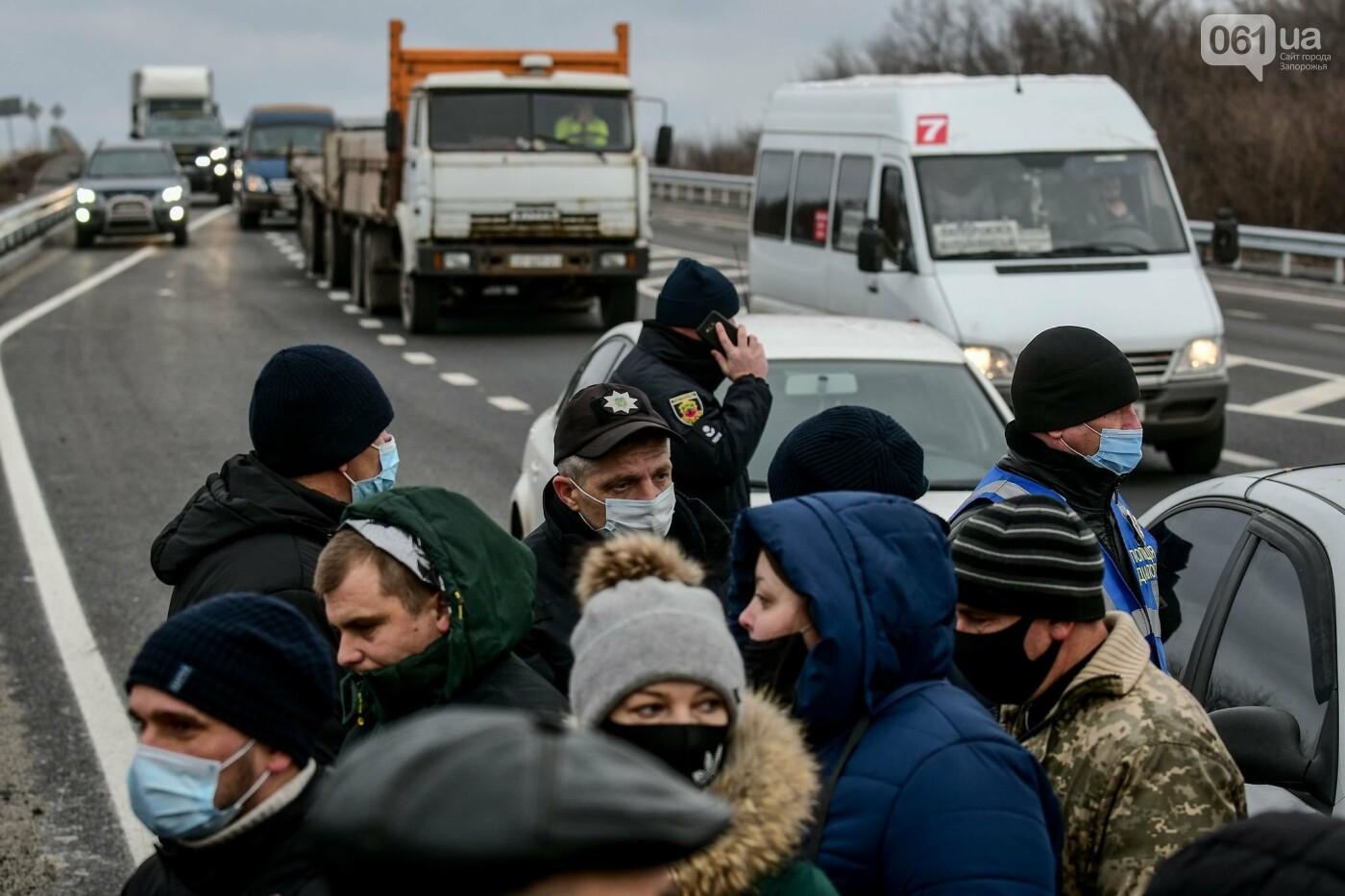 Жители Вольнянска перекрыли трассу и ждут губернатора, - ФОТО, ВИДЕО , фото-6