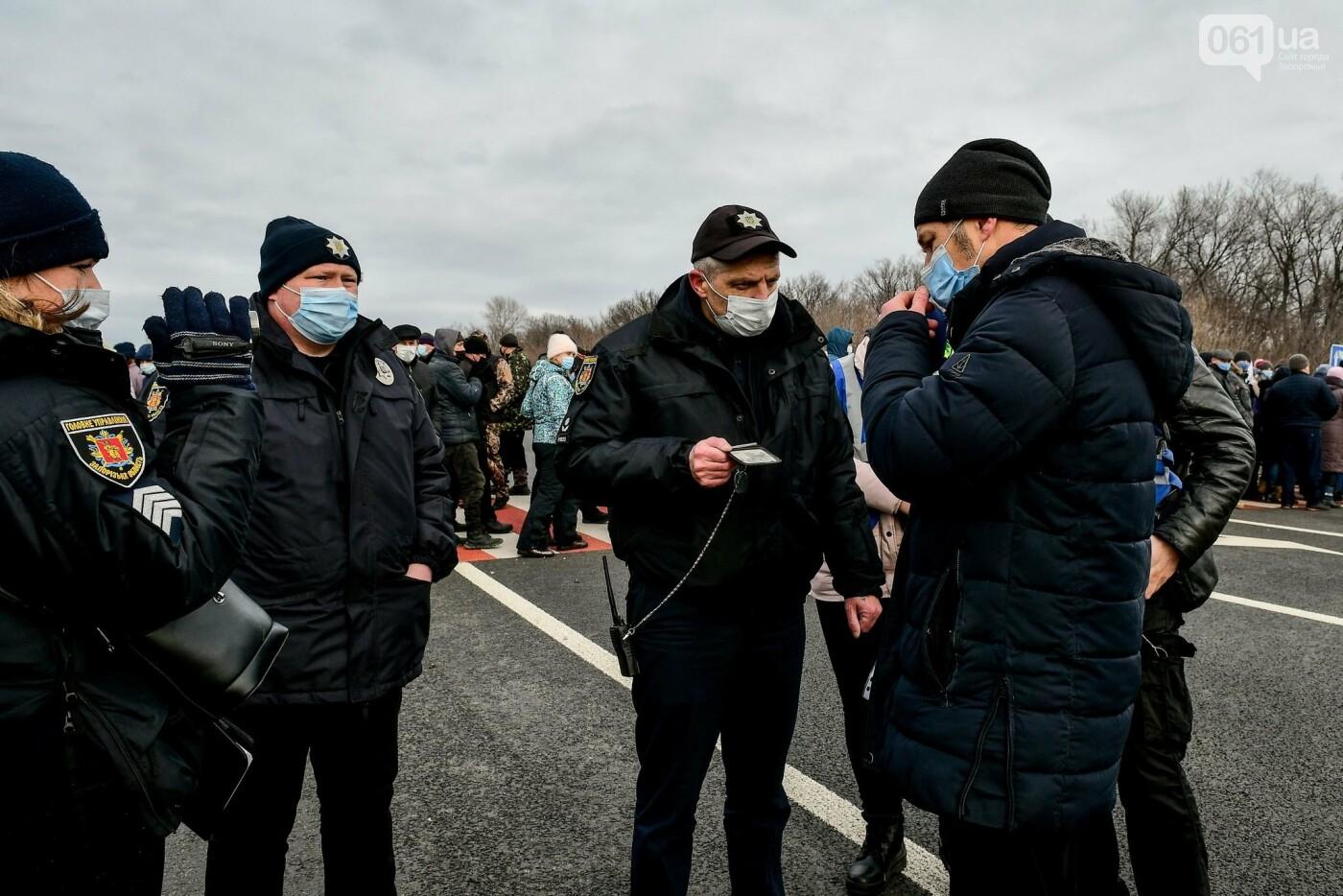 Жители Вольнянска перекрыли трассу и ждут губернатора, - ФОТО, ВИДЕО , фото-9
